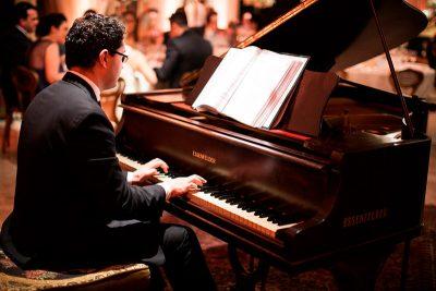 O que saber para contratar músicos para seu evento | Heber de Castro
