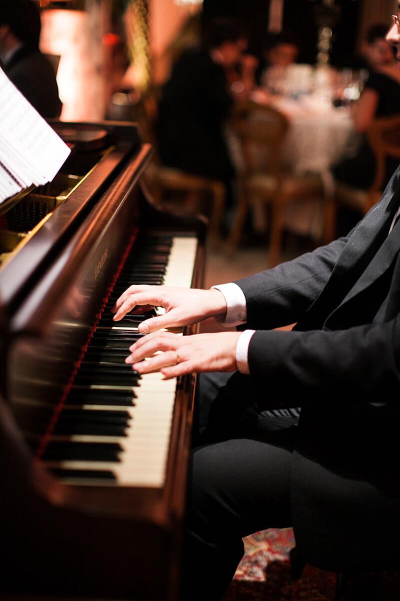 Músico para evento Curitiba com piano de cauda - Heber de Castro